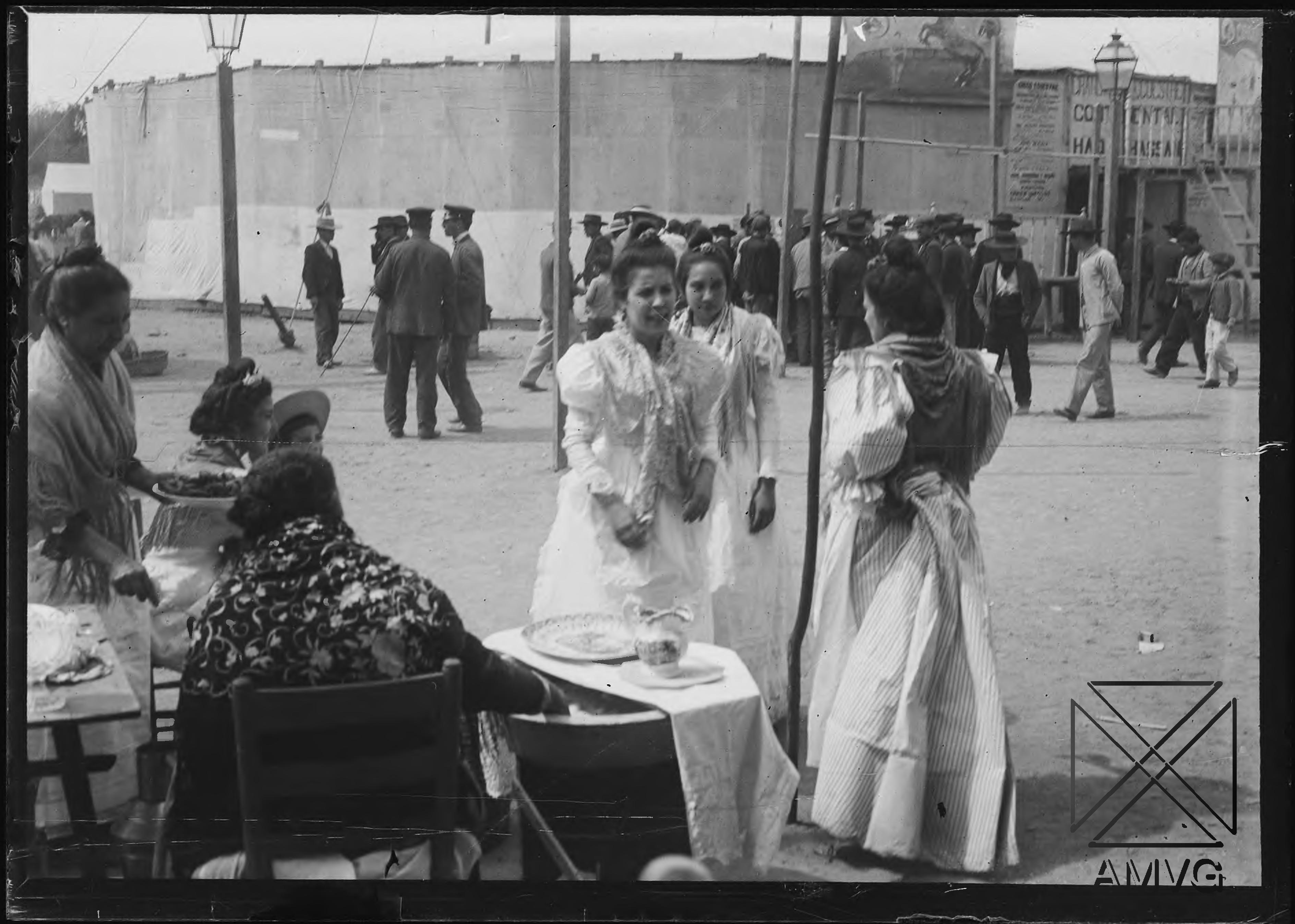 Grupo de mujeres en la Feria de Abril, Sevilla