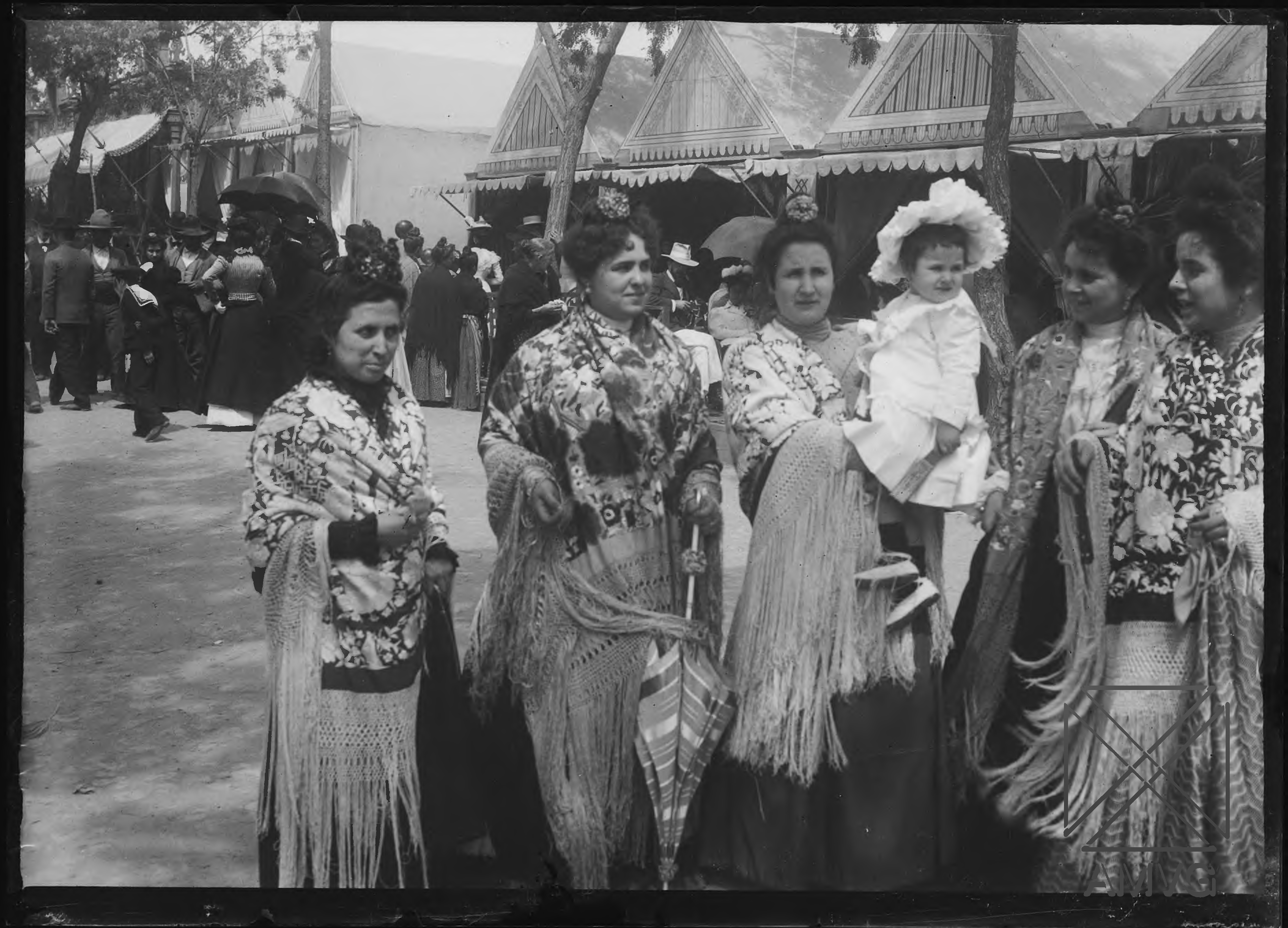 Cinco mujeres y una niña en la Feria de Sevilla