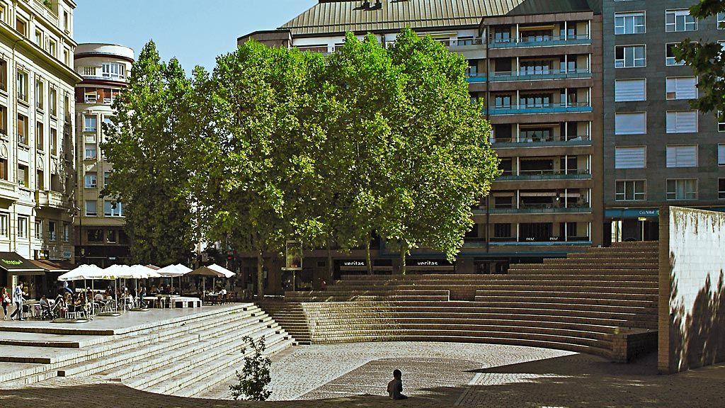 Turismo - Plaza de los Fueros - Fronton