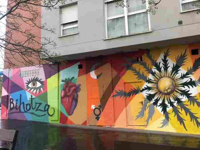 Mural junto a la Vitoriana