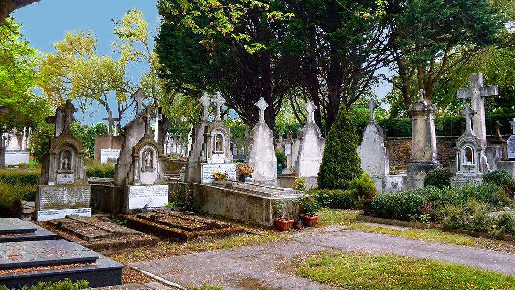 Turismo - Tumbas en el Cementerio Santa Isabel