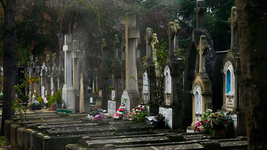 Tombs in the Santa Isabel cemetery