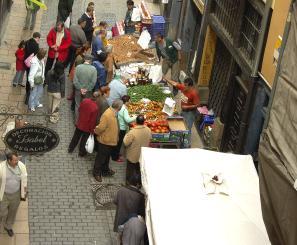 El Mercado de la Almendra se celebra el primer sábado de cada mes en el  corazón de la ciudad. Es una iniciativa de la Federación de Comercios y  Servicios ... cf954e9972fec