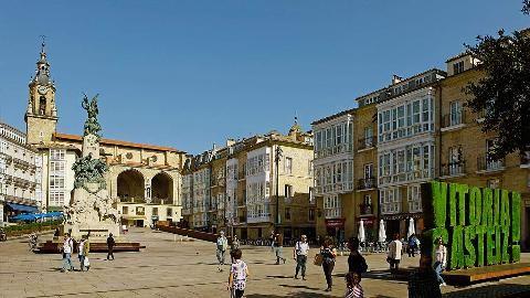 Sitio web del Ayuntamiento de Vitoria-Gasteiz - Plaza de la Virgen Blanca - Turismo en Vitoria-Gasteiz